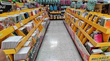 Escasa venta de útiles escolares en supermercados y papelerías