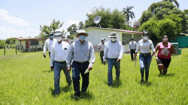 Anuncia Evaristo construcción de aulas y módulo sanitario en escuela de Barrancas y Guanal, Tintillo
