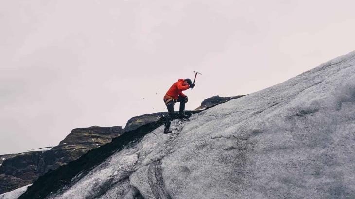 Nepal reabre picos del Himalaya a alpinistas