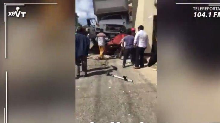 Camión del IMSS se queda sin frenos y provoca accidente en Chiapas; hay al menos 3 muertos y 8 lesionados