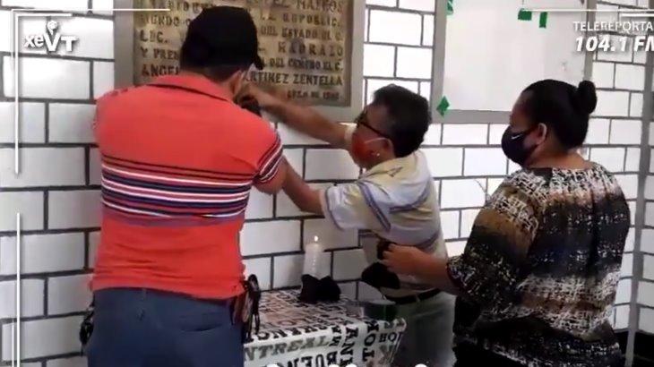 Comerciantes del 'Pino Suárez' rinden homenaje a compañeros fallecidos por COVID-19 en el marco del Día del Locatario