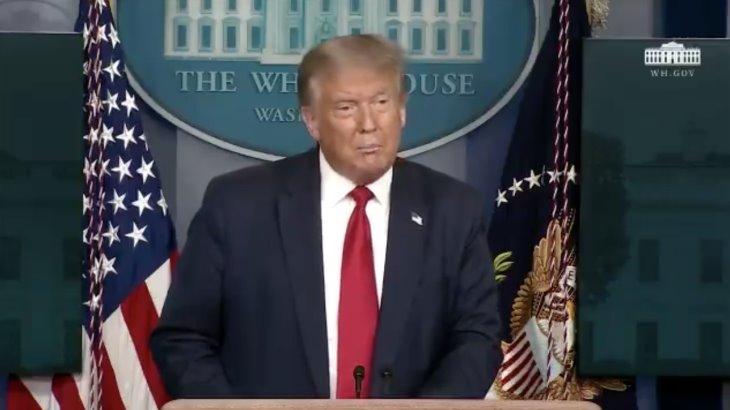 """Trump llama """"patética"""" a su coordinadora de respuesta al COVID-19 por decir que la pandemia ha entrado en una nueva fase"""