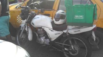 Se impactan taxi, moto y particular en Lino Merino