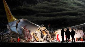 Avión de Air India se parte en dos... al hacer aterrizaje de emergencia