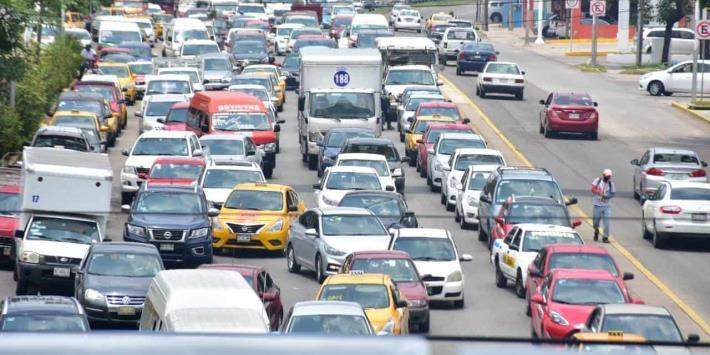 Así el tráfico vehicular en Av. Universidad y Ruiz Cortines, ante cierre vial