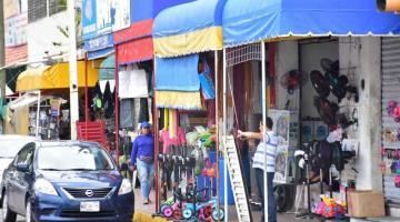 Advierte Ayuntamiento de Centro a comercios establecidos que serán clausurados si invaden banquetas y calles