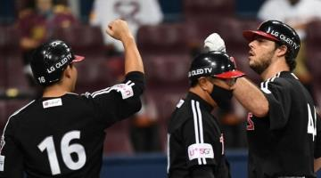 Conecta el mexicano Roberto Ramos su home run número 21 con los LG Twins