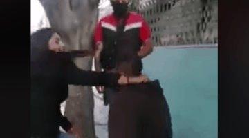 Asaltante se arrodilla y permite que lo golpeen en Ecatepec, luego de ser retenido por su víctima