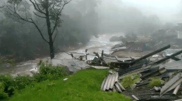 Reportan al menos 43 muertos por deslave en Kerala, India
