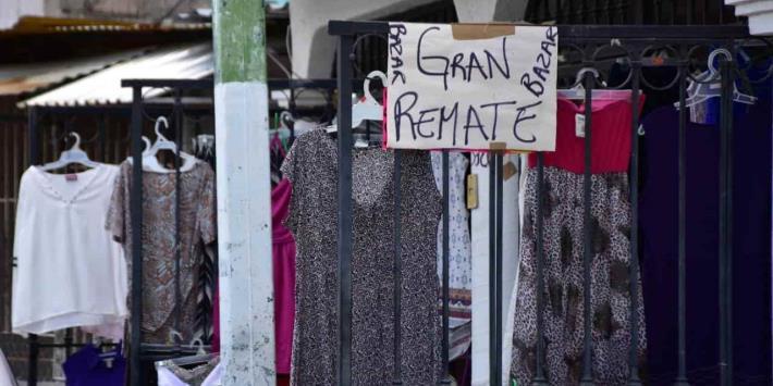 Familias recurren a la venta de bazar para obtener recursos