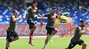 Napoli pone precio a la salida de ´El Chucky´ Lozano