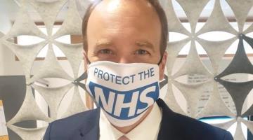 Reino Unido podría eliminar cifras oficiales de muertes diarias por coronavirus tras conocerse que funcionarios exageraban los números