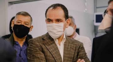 Hay que aprender a vivir con el Covid-19, un año más, considera Arturo Herrera