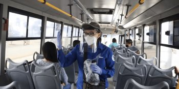 Bajan del transporte público a 22 ciudadanos por negarse a usar cubrebocas... en Celaya