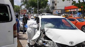 Diez lesionados deja accidente de combi de transporte público en Usumacinta y 27 de Febrero