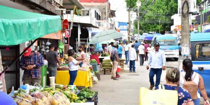 Se apropian poco a poco de banquetas alrededor del mercado de Tamulté de las Barrancas