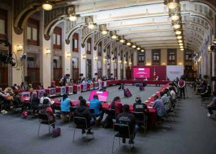 """""""No claudicaremos"""", promete AMLO a padres de los 43 de Ayotzinapa tras reunión en Palacio Nacional"""