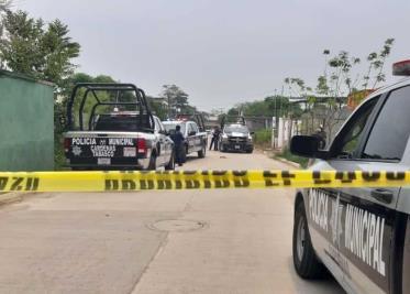Aseguran 2 autos y 3 pochimóviles en desbloqueo en Simón Sarlat, Centla