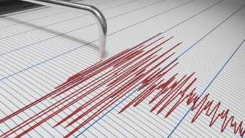 Sacude sismo de magnitud 7.1 el sur de Chile; piden evacuar zonas costeras por temor de tsunami