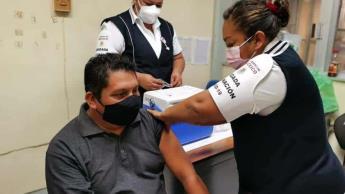 Inicia aplicación de vacuna anticovid a personal educativo en Campeche; se inocularon a 2 mil 766 docentes