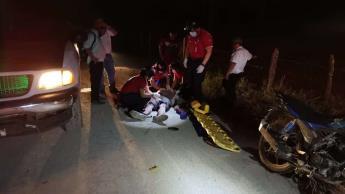 Hospitalizan a motociclista tras ser impactado sobre la Villahermosa-Macuspana