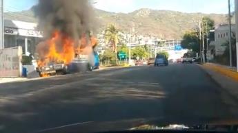 Incendian camión de pasajeros en Acapulco, detienen a presunto responsable