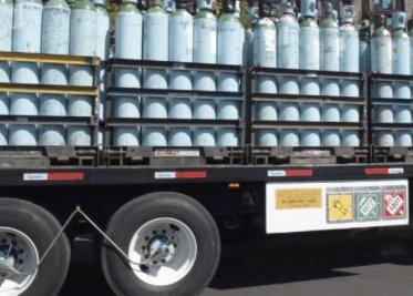 Detiene GN a hombre que cuidaba 27 vehículos y contenedores con más de 47 mil litros de hidrocarburo, en Coahuila