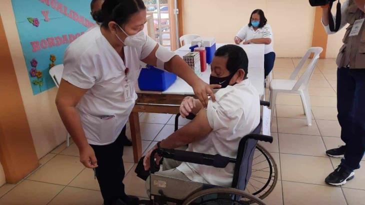 Reportan sin incidencias inicio de vacunación de adultos mayores contra el covid en Emiliano Zapata