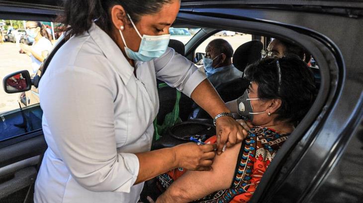 Inicia vacunación de adultos mayores contra el Covid-19 en Centro