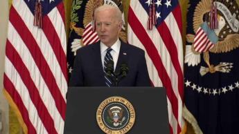Firma Biden orden para acelerar la entrada de refugiados a EEUU