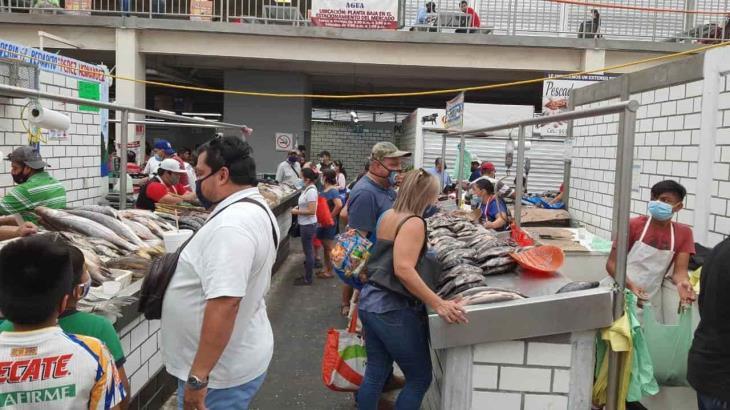 Abarrotan compradores mercados de Villahermosa