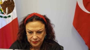 Exhiben a la cónsul Isabel Arvide amenazando a empleados del Consulado en Estambul