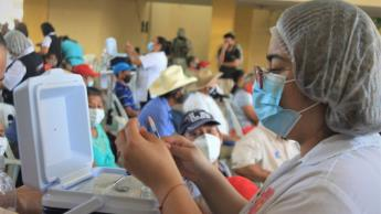 Presentan calendario de vacunación para maestros del país; en Tabasco será del 12 al 18 de mayo