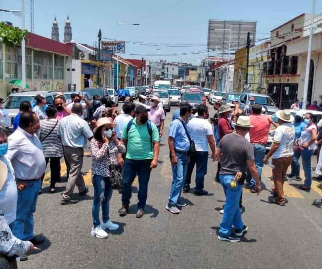 Amenazan sindicalizados con cierre de avenidas por negativa del ISSET a respetar edad de jubilaciones