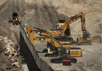 Cancela EE. UU. primeros contratos para la construcción del muro en la frontera con México