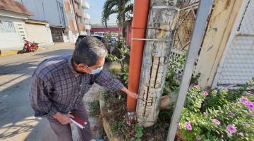 Temen vecinos de la López Mateos que poste de luz deteriorado colapse y genere daños