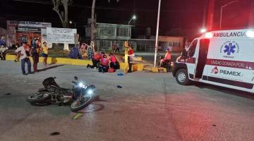 Hospitalizan a motociclista accidentado por viajar a exceso de velocidad... en Macuspana