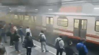 Usuarios del Metro reportan posible corto circuito en la Línea A