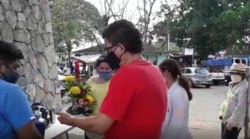"""""""Es una alegría"""", expresa visitante ante reapertura de panteones por el Día de las Madres"""
