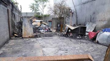 Un incendio acaba con su casa en Villahermosa... y regresa a dormir a las calles
