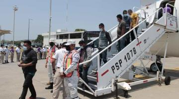 Arriban a Villahermosa 119 connacionales repatriados de Texas, EE. UU.