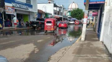 Reportan calles encharcadas con aguas residuales en Villa Parrilla