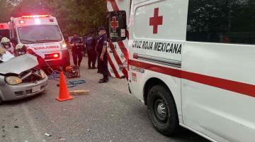 Choque en la Nacajuca-Villahermosa deja un conductor prensado