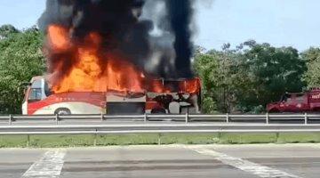 Se incendia autobús sobre la Villahermosa-Cárdenas; no hubieron lesionados
