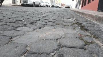 Reportan 6 hundimientos en la calle 5 de Mayo del centro de Villahermosa