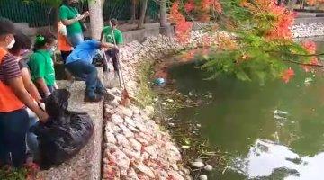 Recogen decenas de contenedores desechables de la laguna Las Ilusiones