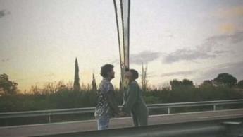 Belinda y Nodal juntos en la mitad del mundo... posan en el Meridiano de Greenwich