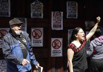 Lanzan huevos a casa de Luis Echeverría en protesta a 50 años del ´Halconazo´