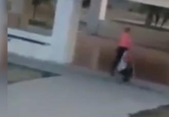 En Jalisco, mujer golpea y arrastra a menor con ceguera