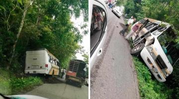 Camión de la ruta Tacotalpa-Teapa se sale de la carretera y se impacta contra árboles; no hubo lesionados